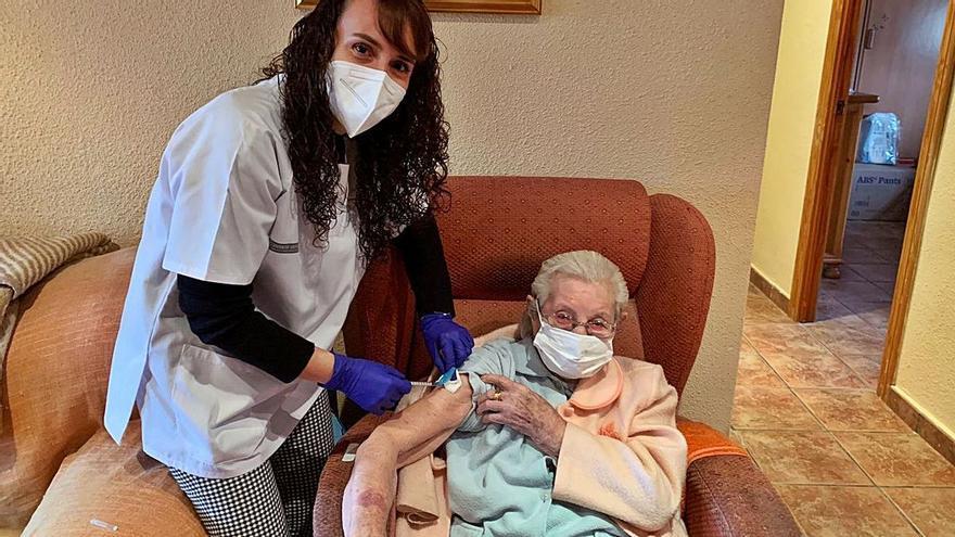 La vacuna contra el covid en mayores: Una inyección de esperanza