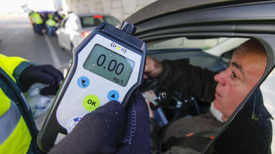 El alcohol al volante se desploma por la falta de ocio y de movilidad