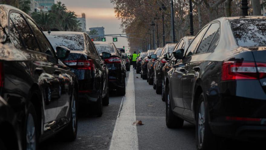 Cabify vuelve a operar en Barcelona esquivando el tiempo de precontratación