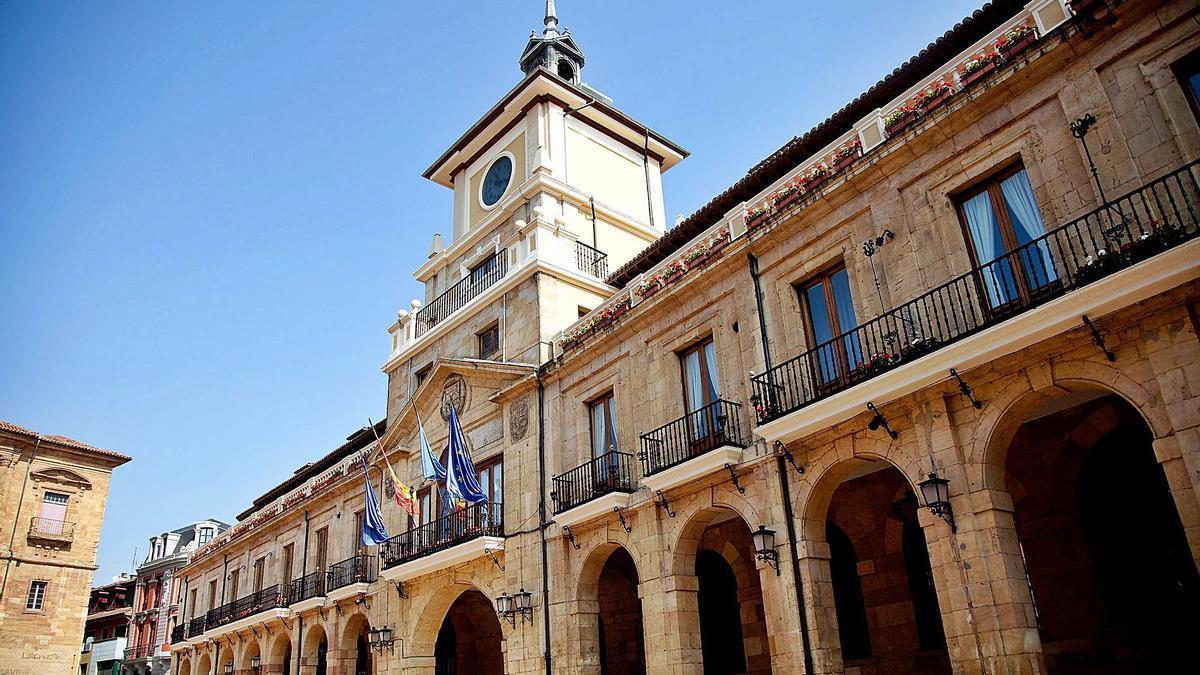 La fachada de la casa consistorial de Oviedo.