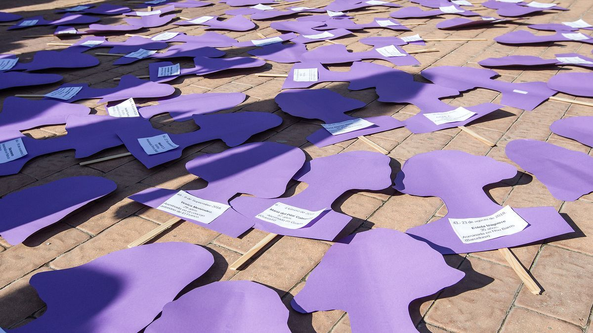 Carteles que conmemoran a víctimas de asesinatos machistas.