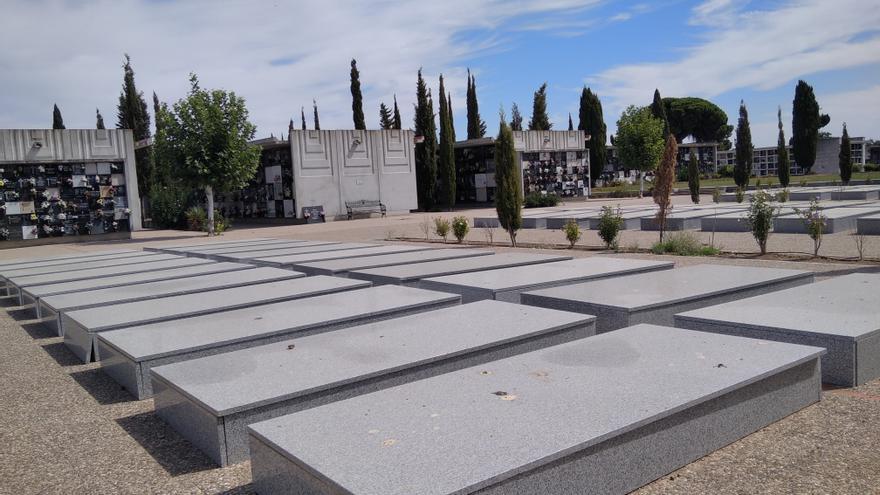 Sesenta sepulturas sin nombre