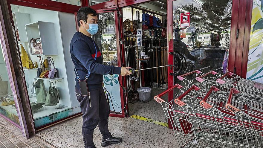 Los residentes chinos en la provincia de Alicante hacen las maletas