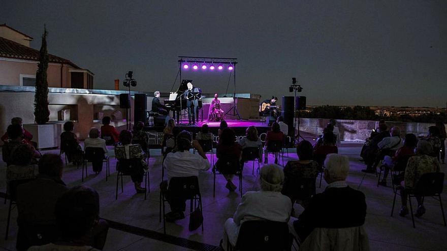 La música española ameniza la noche de los zamoranos en el Ramos Carrión