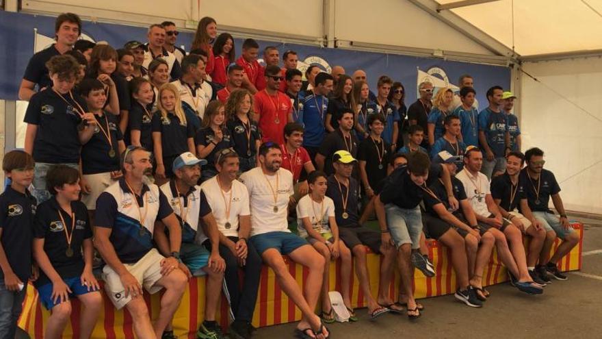 Los jóvenes del CN La Vila suben al podio en la prueba autonómica de kayak y en Dragon Boat