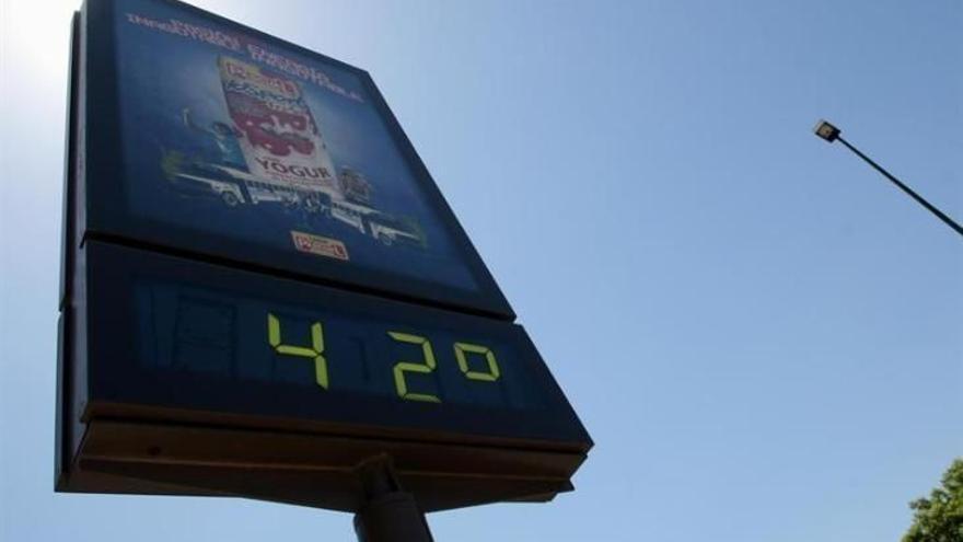 Un 'reventón seco' pulveriza de madrugada en Castelló el récord histórico de temperatura: 42,5 grados
