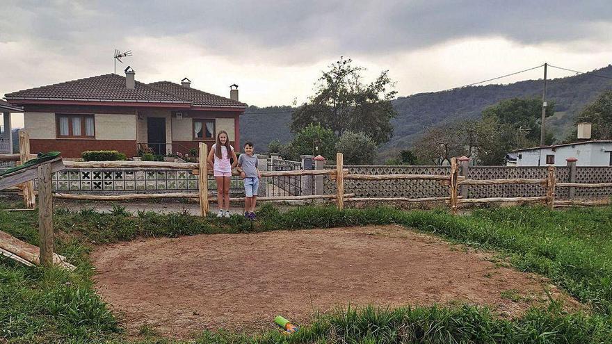 Roban una piscina de 18.000 litros de agua en medio de un pueblo de Asturias