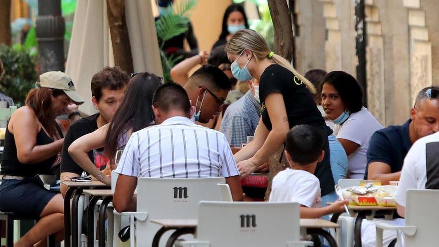 Cataluña reabre bares y restaurantes con restricciones