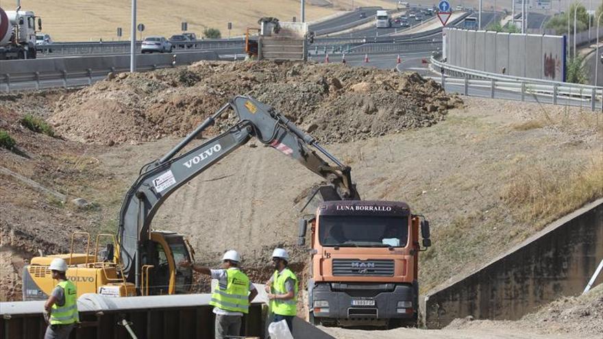 Las máquinas intervienen ya en las obras de Fomento para la nueva salida de la A-4