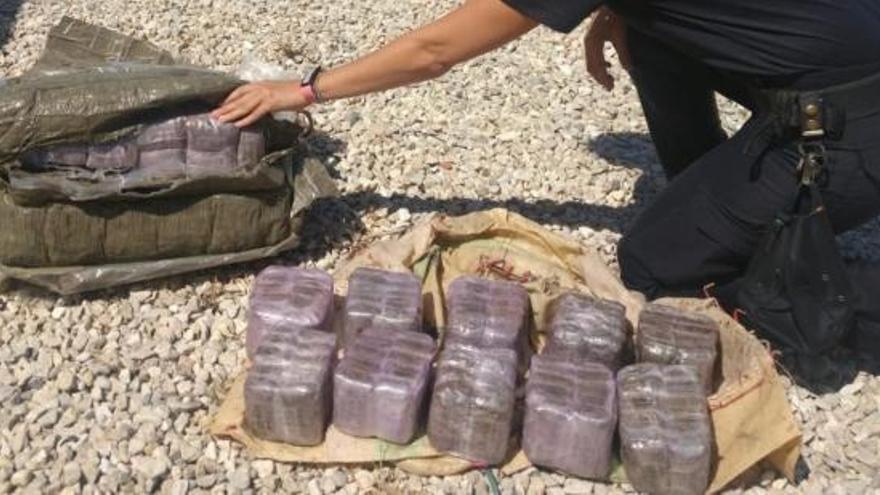 El misterio de los fardos de droga en las playas valencianas