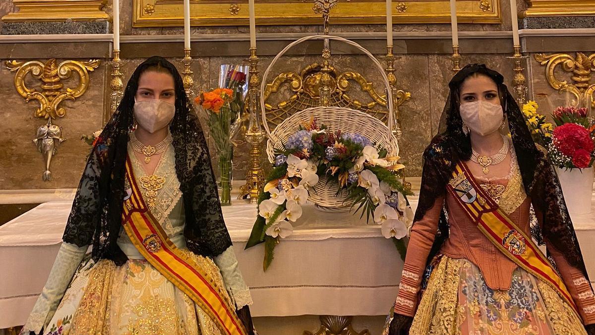 Las falleras mayores de Dénia, en la ofrenda de flores a la Mare de Deu, el pasado 19 de marzo.