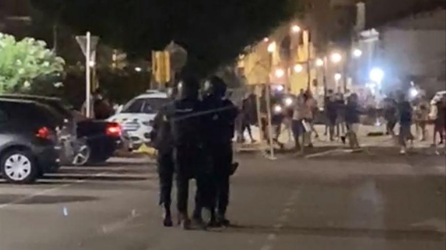 Un policía herido, un detenido y 20 denuncias: el balance de los disturbios en el Grao de Castellón