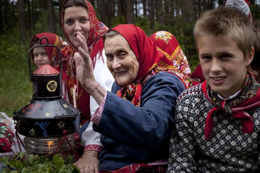Estonia - El espacio cultural de Kihnu, comunidad de 600 personas cuyas expresiones culturales y tradiciones agrícolas han permanecido vivas a lo largo de los siglos, en gran parte gracias a las mujeres.