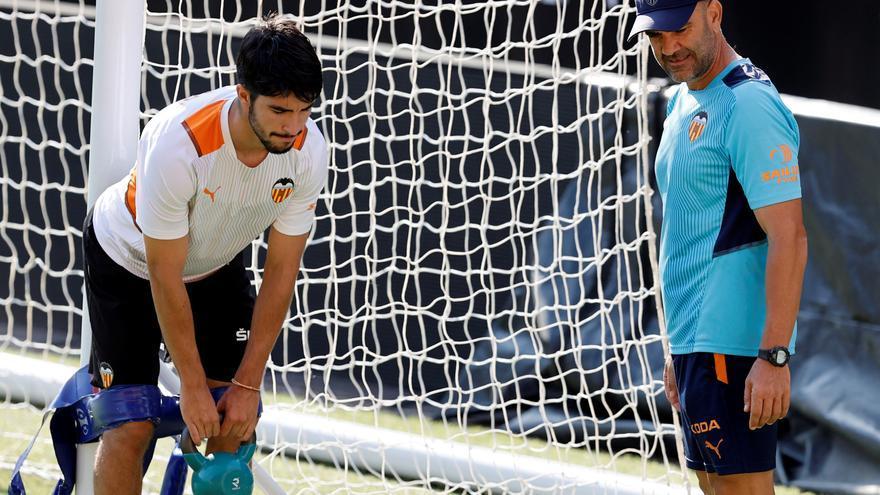 Soler trabaja al margen y Correia y Lato no completan la sesión del Valencia CF