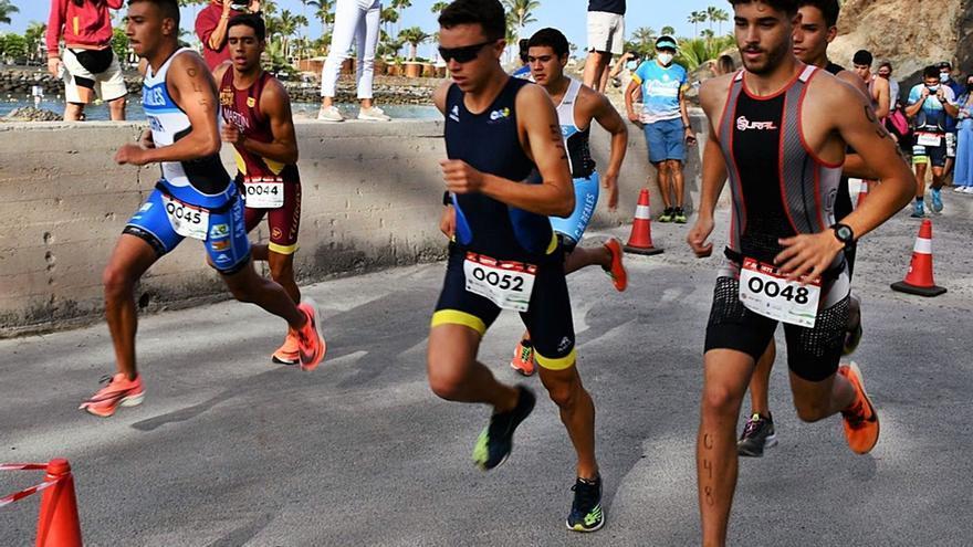 Dácil Hernández y Stephen Bayliss vencen en Mogán