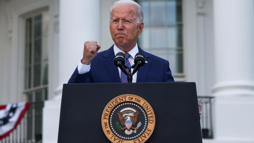 Biden no cumple la promesa de llegar al 4 de julio con el 70% de los adultos vacunados