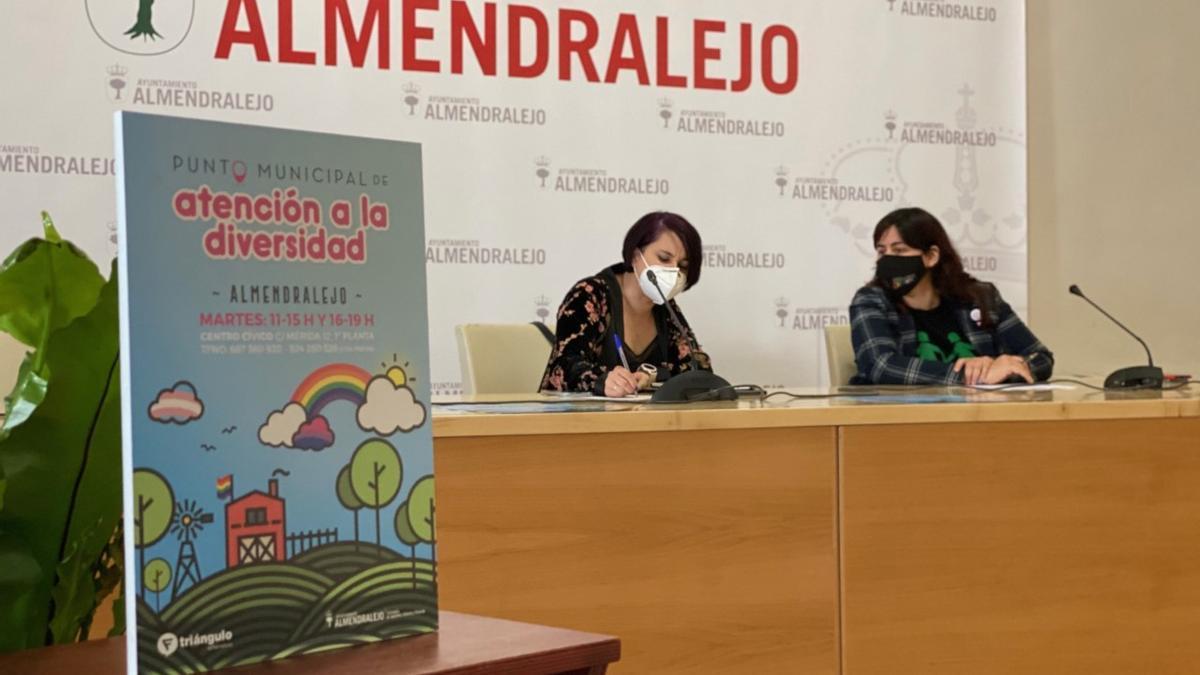Presentación del Punto LGTBI en Almendralejo