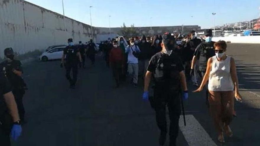 Interior deja en la calle a 227 migrantes de Arguineguín