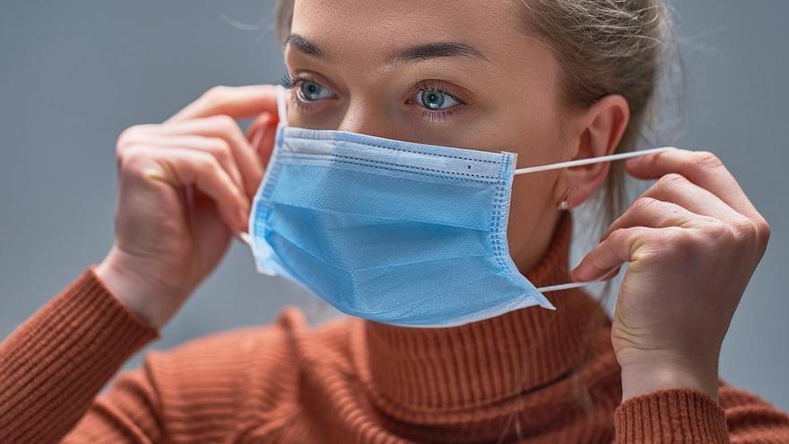 Las gotitas respiratorias pueden viajar más de dos metros.