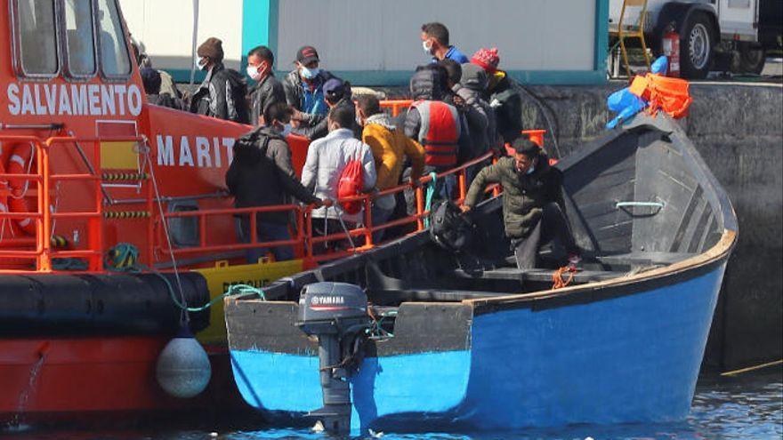 Acuden al rescate de una patera a la deriva con 30 personas al sur de Fuerteventura