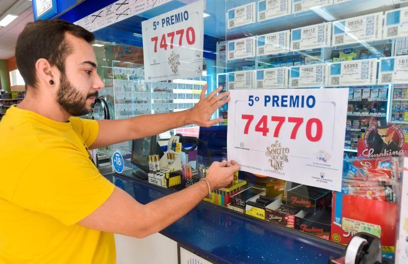 22-12-2019 SANTA LUCÍA DE TIRAJANA. 5º premio del sorteo de Navidad de la Loteria Nacional, vendido en el despacho situado en el Supermercado Doctoral (Grupo Bolaños). Fotógrafo: ANDRES CRUZ  | 22/12/2019 | Fotógrafo: Andrés Cruz