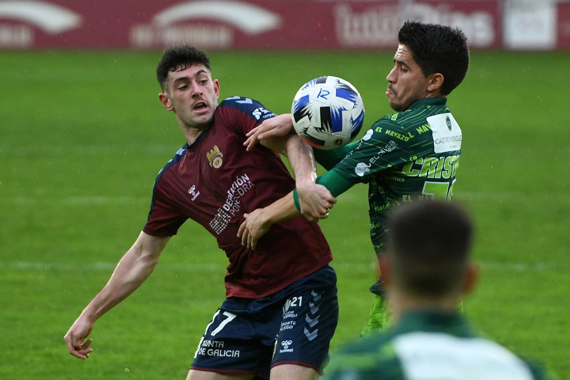 Luisito se desvive en su vuelta al banquillo del Pontevedra CF