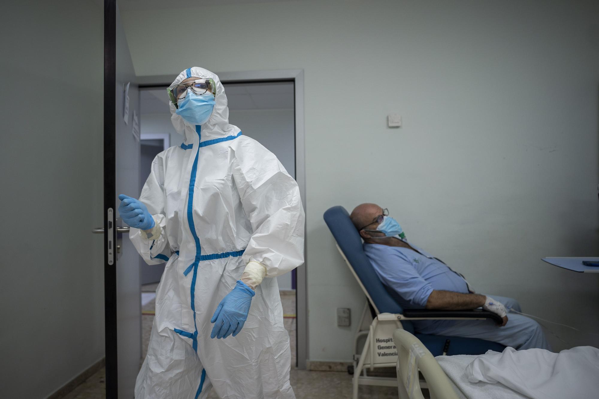 Levante-EMV entra en la sala covid del Hospital General de València: la lucha frente al coronavirus de cerca