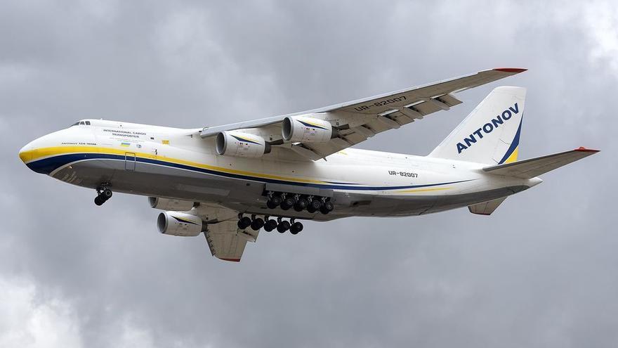 Aterriza en Valencia el segundo avión de carga más grande del mundo
