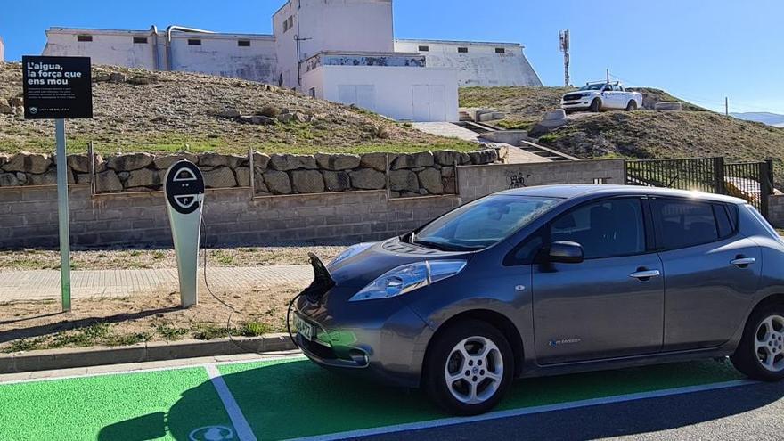 Igualada estrena el primer punt de càrrega de vehicles elèctrics de Catalunya amb energia generada per l'aigua