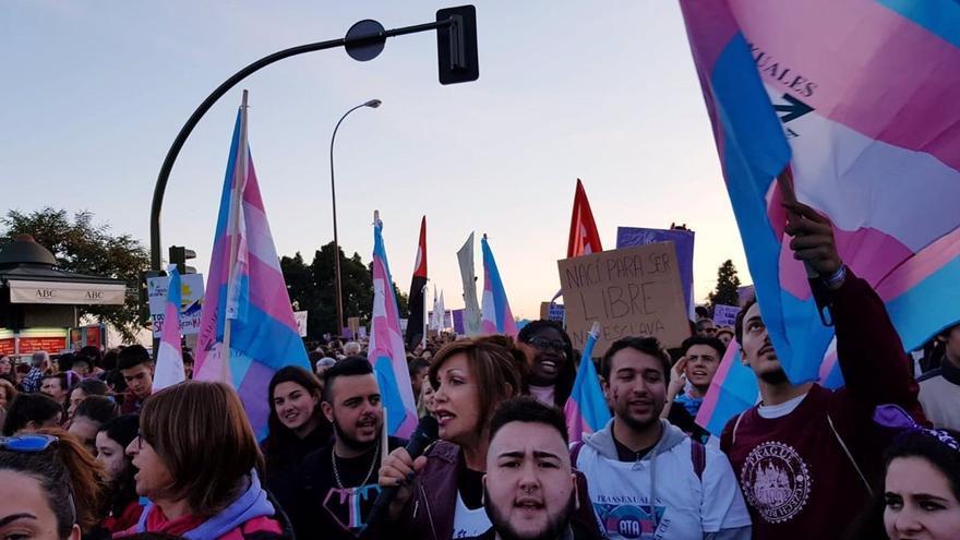 Igualdad acepta fusionar las leyes Trans y LGTBI manteniendo la autodeterminación de género
