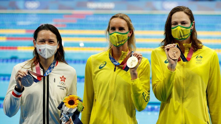 Las australianas mandan en la natación femenina en Tokio