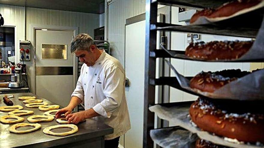 Els pastissers manresans esperen augmentar la venda de tortells aquest any