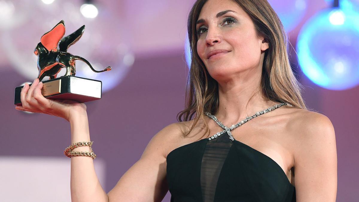 Audrey Diwan, con el León de Oro a mejor película.