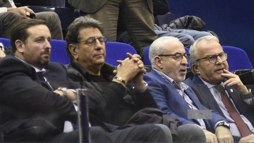 Institucional José Luis Mendoza y Felipe Coello, juntos en el palco