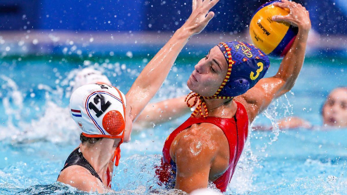 Anni Espar, en acción en el torneo olímpico de Tokio.