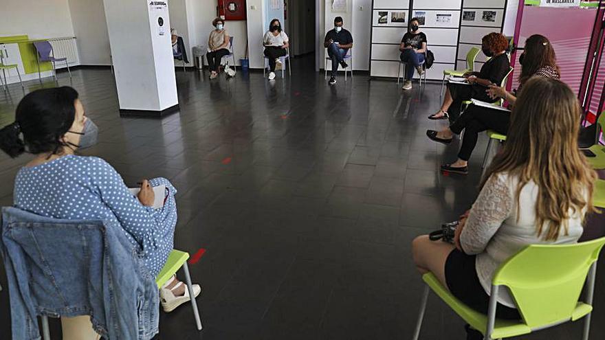 Las asociaciones de padres plantean sus demandas a la edil de Educación