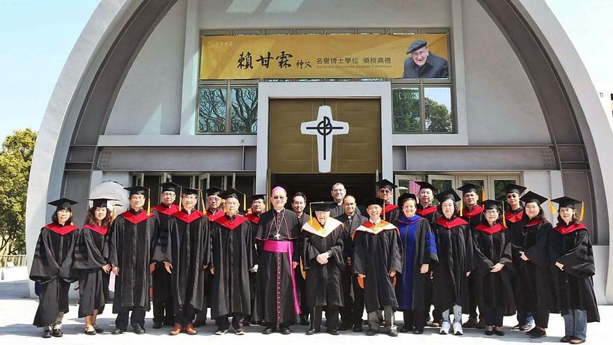 El padre Rábago: de alumno de Jesuitas en Vigo a 'honoris causa' en Taiwán con 103 años