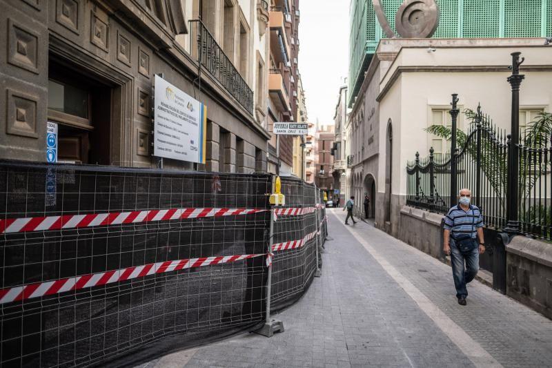 Obras en la calle Teobaldo Power, en el exterior del Parlamento de Canarias