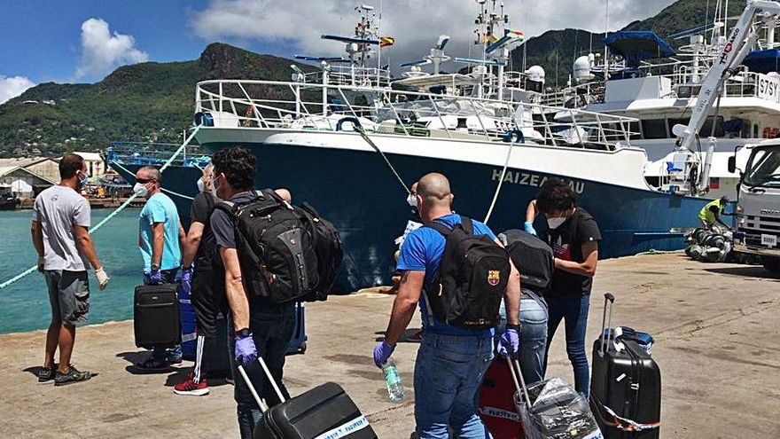 Los atuneros de Seychelles relevan a sus tripulantes por Navidad, muchos de ellos gallegos
