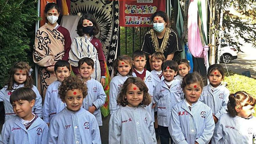 Los niños de Las Dominicas, con la India