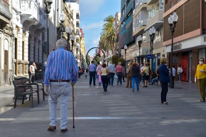 04-05-2020 LAS PALMAS DE GRAN CANARIA. Personas mayores en la calle Triana. Fotógrafo: Andrés Cruz    04/05/2020   Fotógrafo: Andrés Cruz