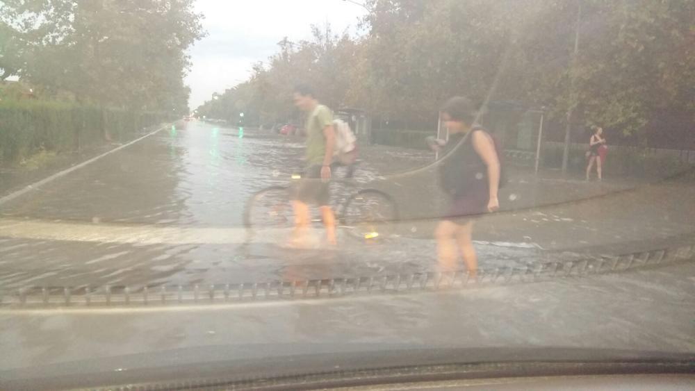 Una tromba de agua inunda Valencia