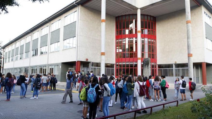 La dirección del IES Rosais 2 dimite tras exigirle Educación otro horario
