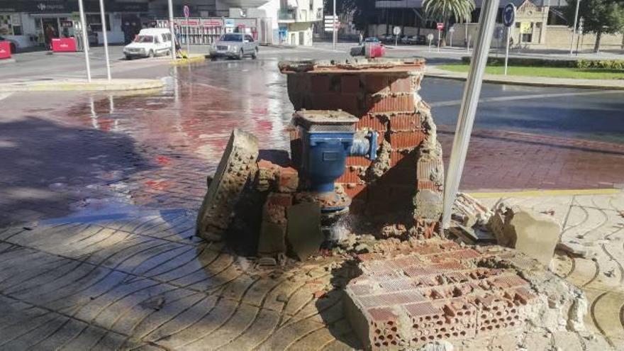 Destrozos en Xàtiva por un camión a la fuga
