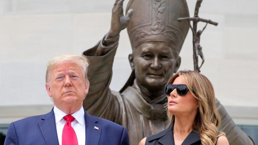 La tristesa de Melania al costat de Trump es converteix en viral