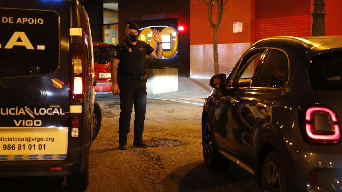 Control nocturno de la Policía Local. // José Lores