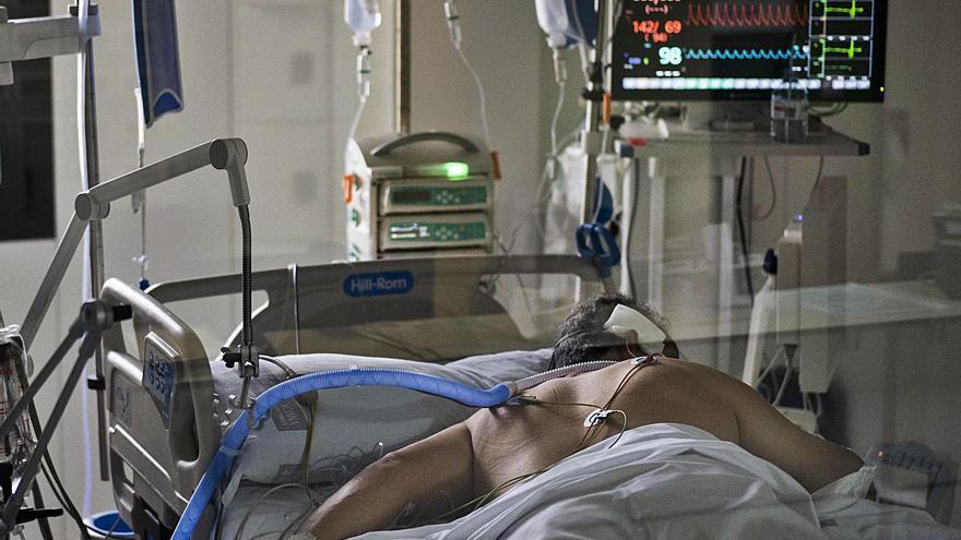 Los enfermos en hospitales y UCI se han duplicado en solo veintidós días