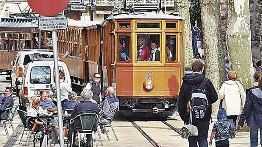El tranvía de Sóller alerta de que se montan terrazas cerca de las vías