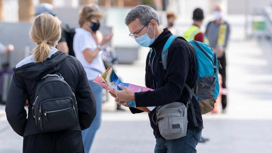 Canarias exigirá test negativo a turistas para alojarse
