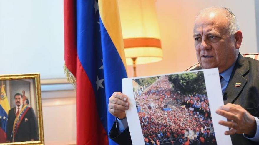 """El embajador venezolano en España dice que su país """"no invade embajadas"""""""